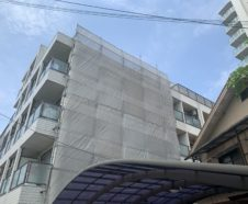 大阪市 外壁雨漏りに伴う外壁一面塗装 仮設足場設置 ダイタク