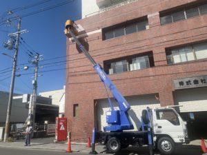 大阪市 高所作業車 タイル一部塗装 ダイタク